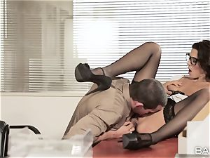 Goregous office secretary Alexa Tomas pummels on the desk