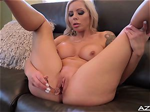 Nina Elle fuck sticks her fuckbox till she reaches orgasm