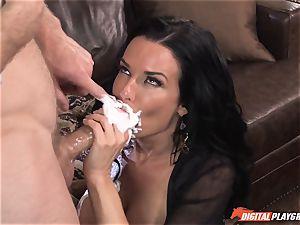 Veronica Avluv gets splooge licked off her coochie