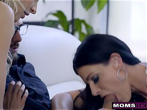 mommy pulverizes sonny And tongues internal cumshot For Thanksgiving treat