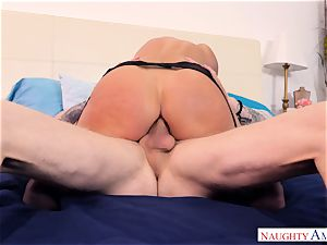 India Summers porked in her rosy pucker
