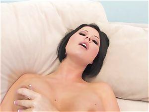 Rampant Loni Evans tantalizes her cascading bean poon