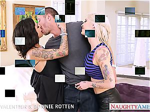 marvelous stunners Kleio Valentien and Bonnie Rotten boinking