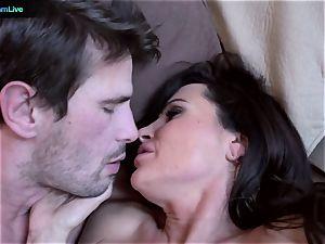 mummy pornographic star Lisa Ann heads for a morning fuckfest