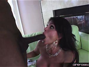 Airerose cougar veteran Teri Weigel likes a big black cock