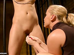 Kathia Nobili put some two weights to scorching babe's vagina