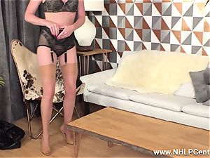 blondie finger-tickling raw pussy in antique nylons high high-heeled shoes