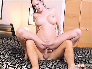 Bad wifey Kelly Summer cheats with a man motel client