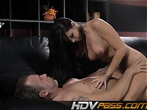 brunette babe India Summer smashes with eagerness in livingroom