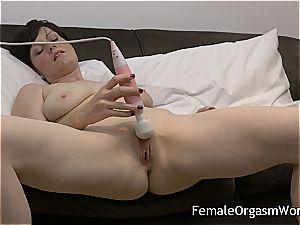 mischievous cougar draining jummy vulva to climax