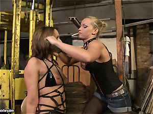 Andy dark-skinned and Kathia Nobili tie and adorning of jaws