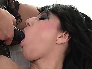 Emylia finds a substitute lollipop for Valentina's raw poon
