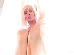 buxomy blondes Shyla