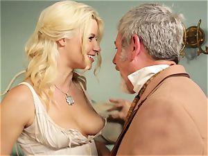 red-hot hooker Anikka Albrite tears up her favourite insane west customer