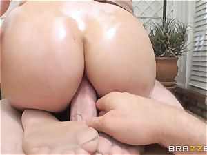 London Keyes oily shag in a gym