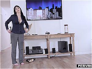 cougar stepmom gives good head