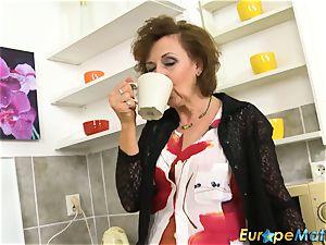 aged Dana inviting Coffee Time Showoff