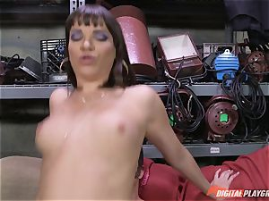Dana DeArmond gets her killer tight gash tongued and played with