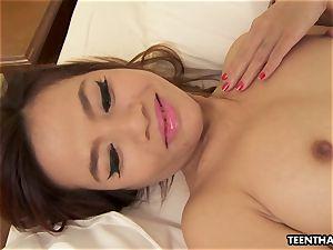 glamorous japanese babe milks her raw cooch