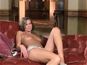 Adrienne Manning tantalizes her pulsating bud coochie
