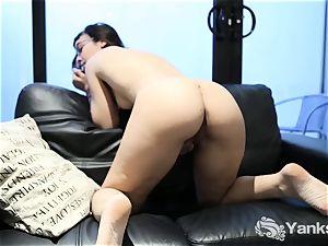 yanks stunner Allegra Sphynx Having A noisy orgasm