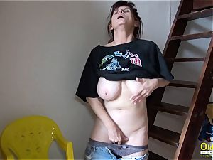 OldNannY Solo Mature chick finger-tickling onanism