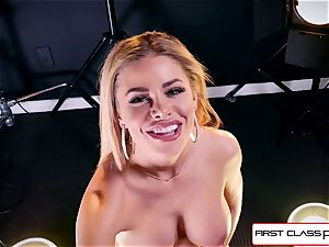 observe Jessa Rhodes taking a large manstick down her throat